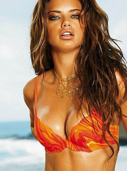 Sexy inviting Adriana Lima pic