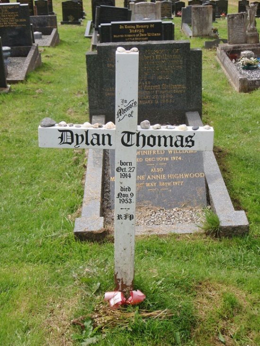 A simple cross marks Dylan Thomas's grave in Laugharne