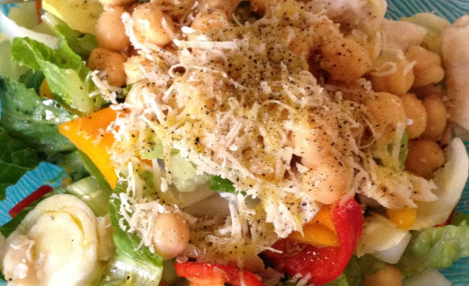 This is a shot of one of my typical salads. Doesn't it look delicious?