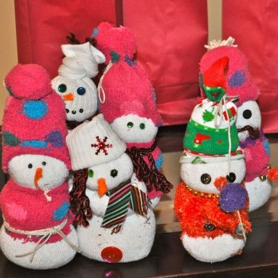 Sock Snowmen are a great primitive craft!