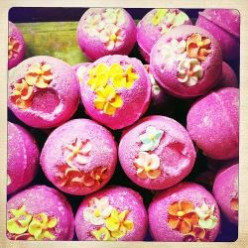 How To Make Homemade Fizzy Bath Bombs