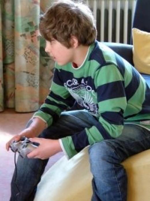 © schemmi / pixelio.de - playing child, often the beginning of a gambled away life