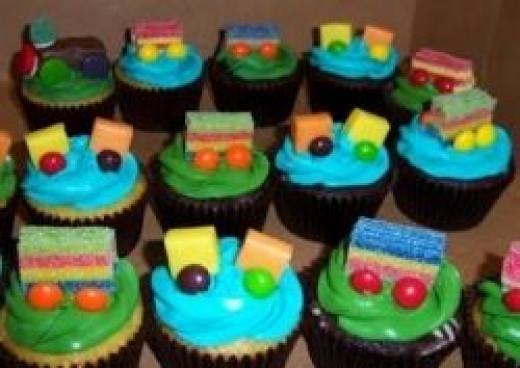 "Train Cupcakes by ""Cupcake Fabulous"""