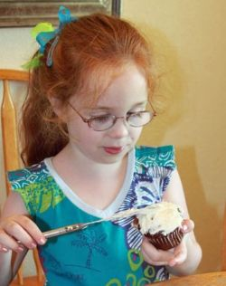 easy christmas cupcakes for kids - frosting