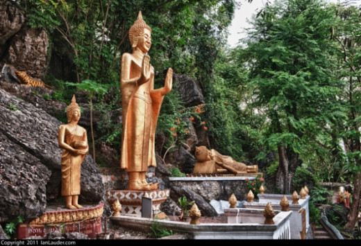 Gold Budhhist Statues
