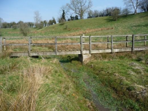 Elaborate Fotbridge over the Fledgling River Windrush