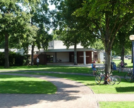 Abingdon Mediatheque (Library) refuge for tourists during bad waether or when weather too hot!