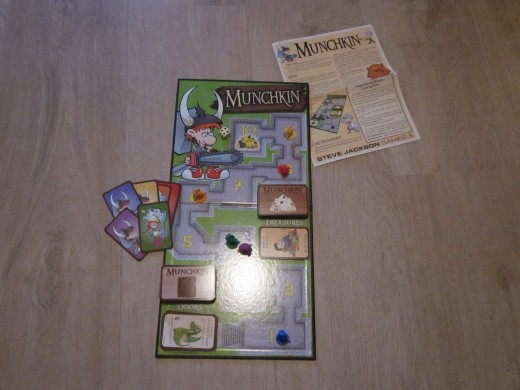 The content of Munchkin Deluxe