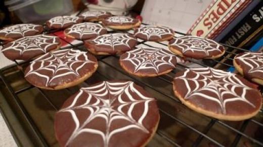 Pumpkin Spiderweb Cookies