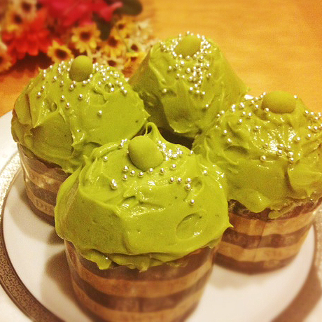 These are the green tea cupcakes I made for dinner. They turned out pretty good too.