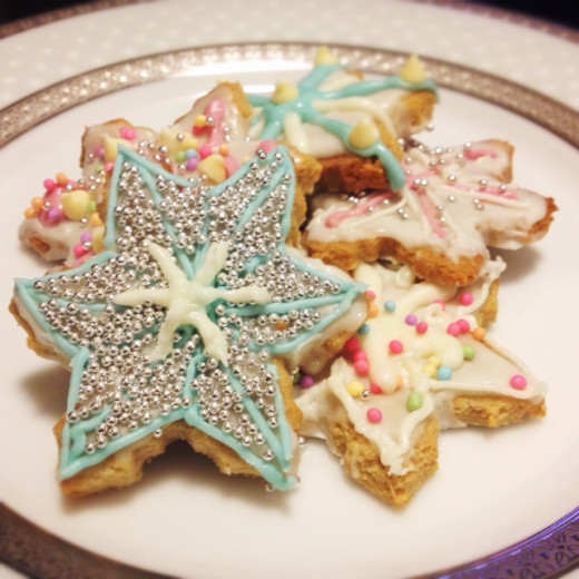 Gingerbread snowflake cookies for everyone to take home.