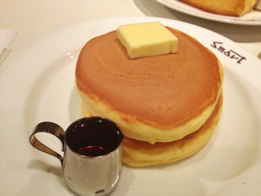 The cafe called Smart Cafe also serves hotcakes. This certain cafe has been serving customers since 1932.