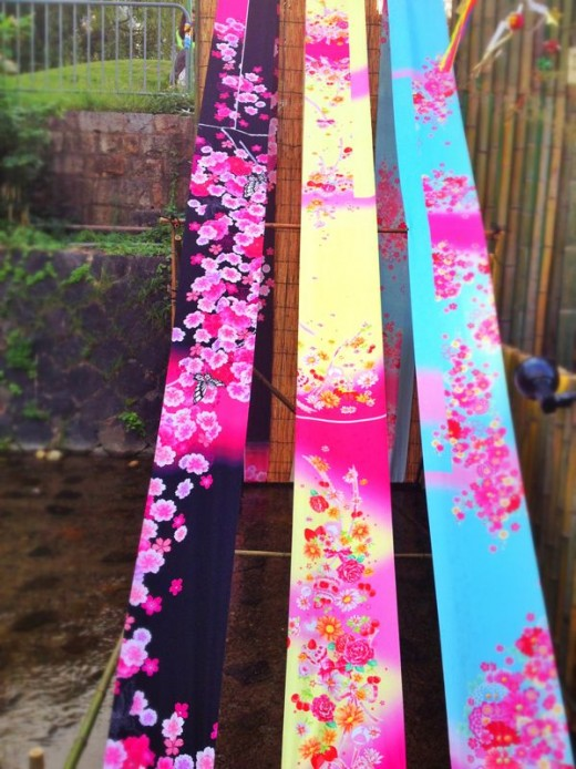 Kimono fabric decorate certain parts of the river helping to create a festive mood.