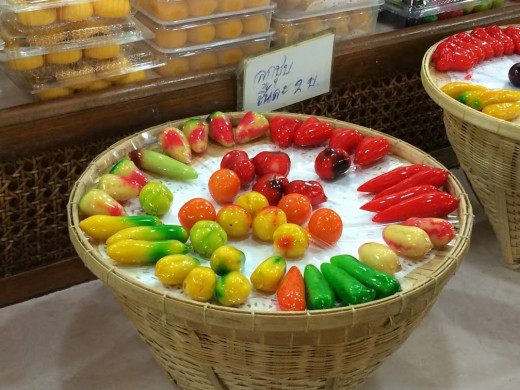 Luuk Chup, traditional Thai sweets made of steamed green beans, coconut milk and sugar molded into fruit shapes.