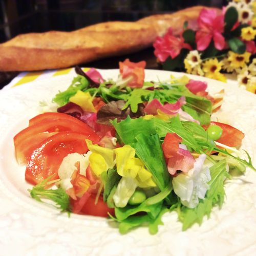 edible flower salad