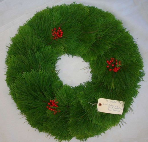 Arbavida Short Pine and Red Berry Wreath