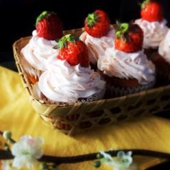 No-Sugar Gluten Free Low Carb Strawberry Cupcakes