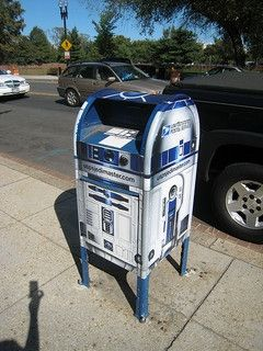 Okay, not a personal mailbox, but this R2D2 was too cute not to post.