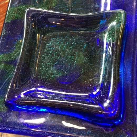 Like this plate, created with the blues and greens and purples that are for us a blend of blues.