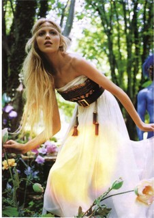 Loose, flowy dress+long loose hair+groovy natural accessory=BOHO CHIC CHICK