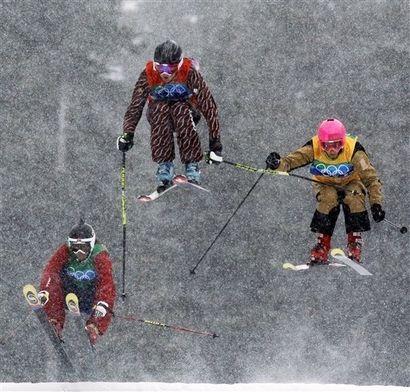 Ashleigh McIvor (center) ahead of Marion Josserand (R), Hedda Berstsen (L). Foggy!