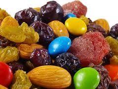 trail mix, raisins and peanuts