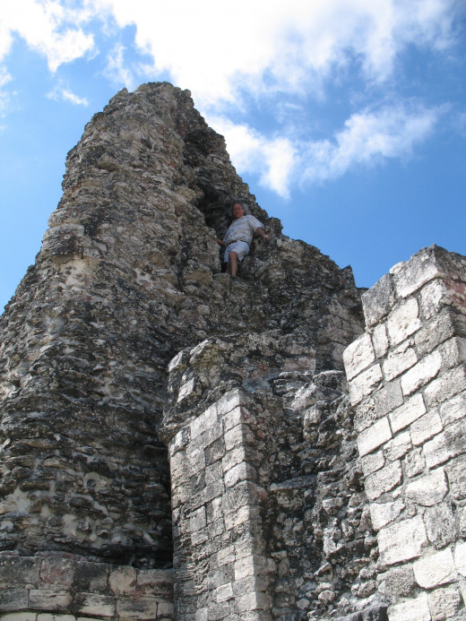 Alejandro climbs to the heights of Xpuhil