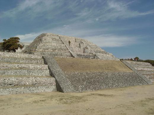 Gran pyramid of Xochicalco 2002