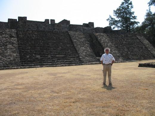 Alejandro at Teopanzolco