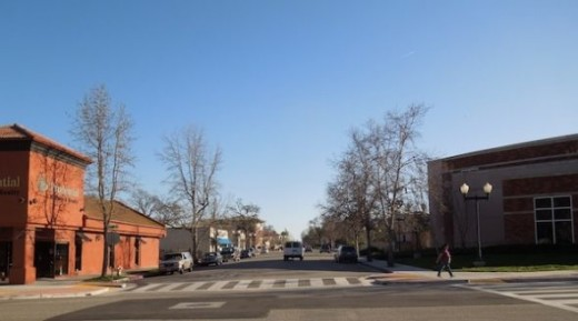 As I finished walking through farmers market, I took the path back to 11th Street, where I was  parked. I decided to take a picture looking east on Park Street. To the right is the back of the  Paso Robles City Library.