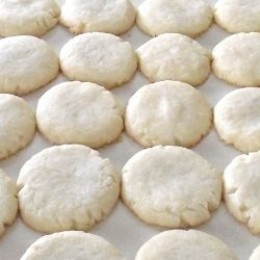 Big plump butter cookies molded by hand.