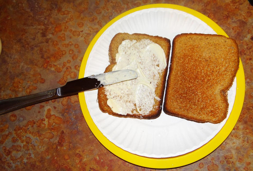 5) When the toast is complete, put mayonnaise on one side of one slice of bread.