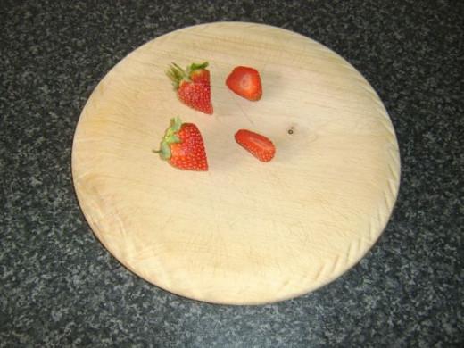 Slicing strawberries to garnish