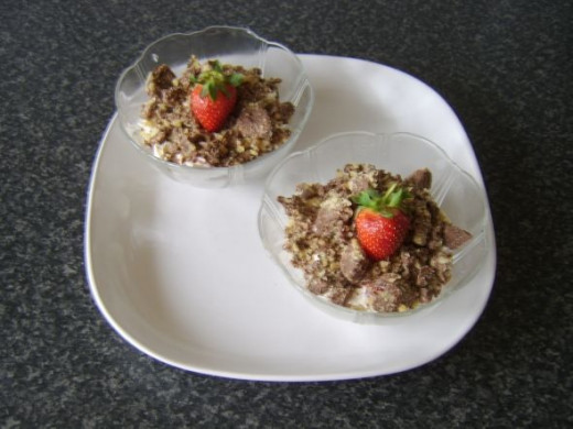 Strawberries and cream with chocolate walnut crunch