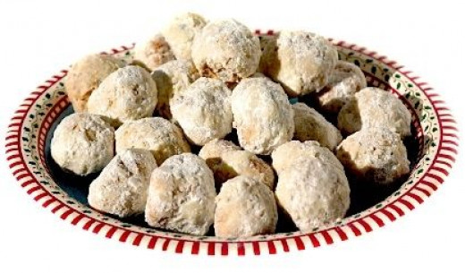 Buttery Snowball Powdered Greek Wedding Cookies