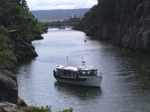 The Cataract Gorge Cruise with the Kings Bridge behind