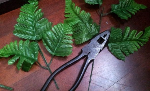 If needed, cut the plant pieces to size with a wire cutter
