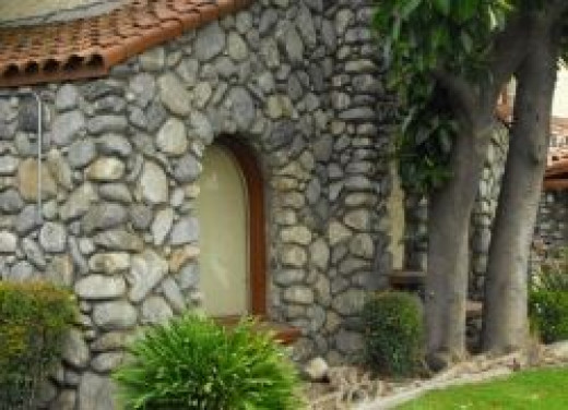 California river rock house