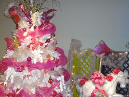 A unicorn themed tree.  What a visual feast! Pink and white - and everything was just right!