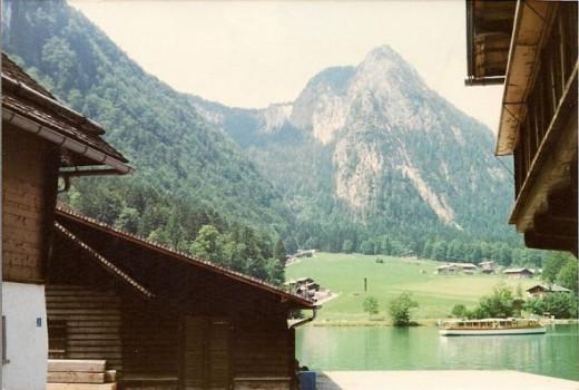 Lakes, mountains and beautiful alpine huts
