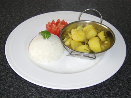 Potato and Spinach Vegetarian Curry with Boiled Rice