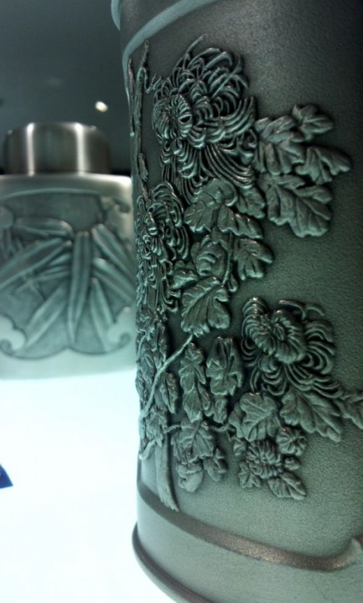 Intricate designs on a Chinese tea leaves canister.