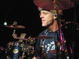 Stewart Copeland performing with The Police in 2008