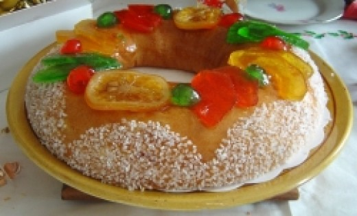 Brioche of the Magi (King cake), with fruits confits, from Toulon; this kind is kings' cake is more common in the southeast than the northern-kind galette