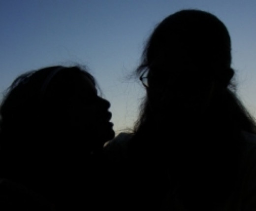 mother daughter sillouette
