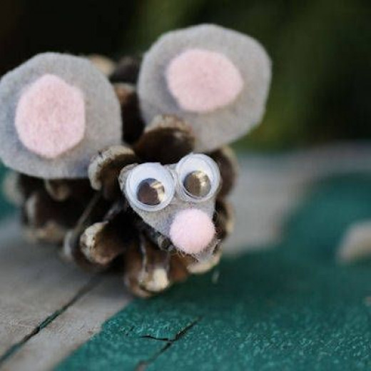 Pinecone Mouse Craft