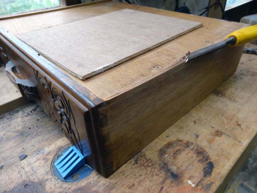 The base of the drawer is levelled on both sides with a chisel.