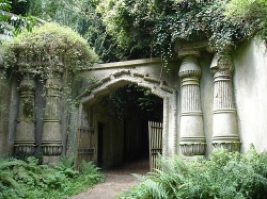 Highgate cemetery - West side