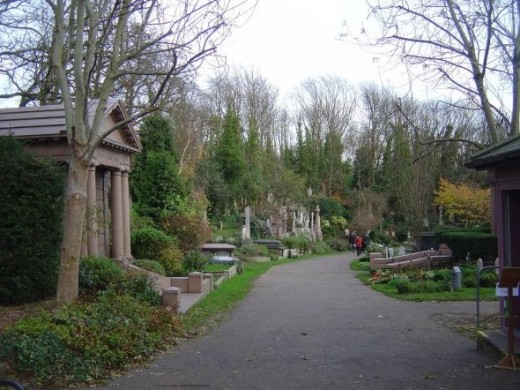 highgate cemetery - East side