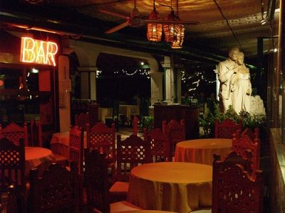 Liz And Dicks Statue Graces El Fuente Del Puente Restaurant...